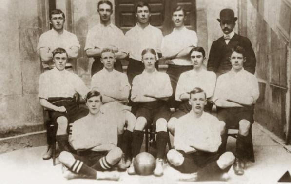 ICR-Photographer_ilcanallarubens_El equipo del Exiles Vigo F.C en el año 1903, que junto a otros equipos que ya existían en Vigo, como el Petit F.C,