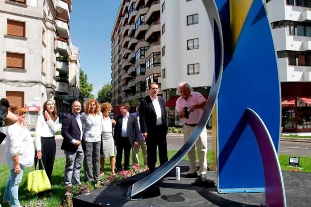ilcanallarubens_abel ramon caballero_ inaugurando rotonda rosalia de castro_ Vigo _ 2015