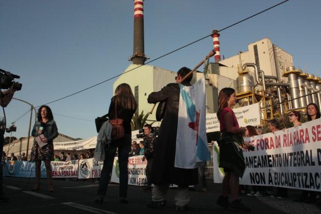 ilcanallarubens_protesta-ante-as-portas-de-ENCE_Pontevedra_2016
