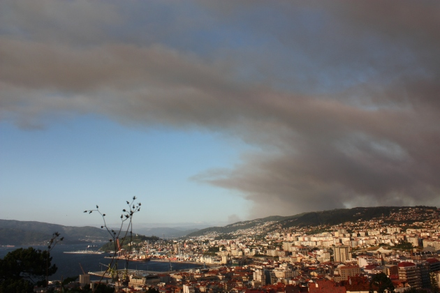 ilcanallarubens_nube de fume e cinzas_ria de vigo_ Vigo_2016